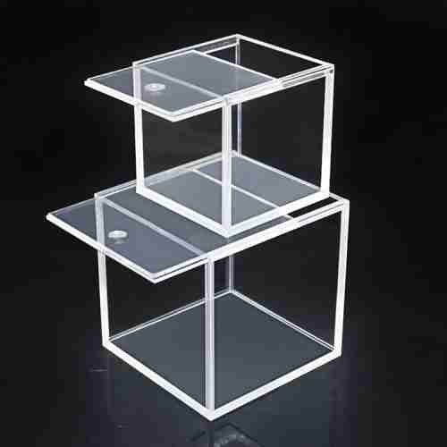 Clear plexiglass acrylic display box with hinged lid