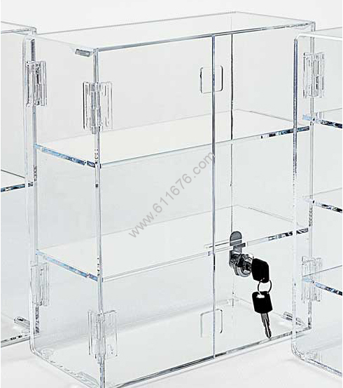 Locking Display Case with Hinged Front Doors & 2 Inside