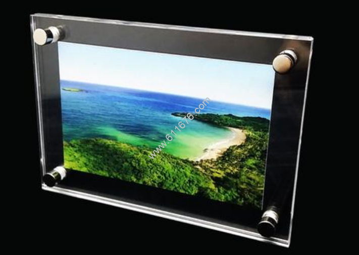 Glass or Plexiglass for Picture Framing, Which is Better?