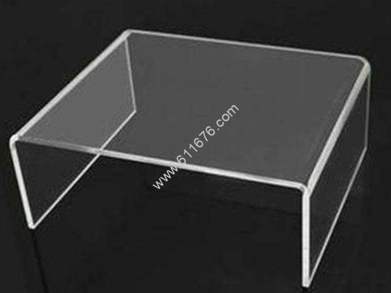 What's the difference between plexiglass and ordinary glass?