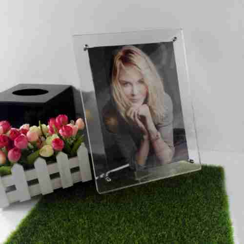 Four-legged photo frame